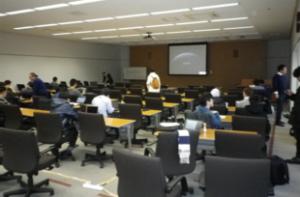 図2.解析系の大会議室。初日の9:15に撮影。