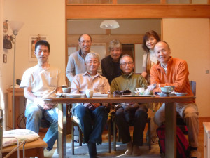 三村荘での集合写真。奥様の許可を得て掲載。2010年9月25日、西浦さん還暦祝いにて。